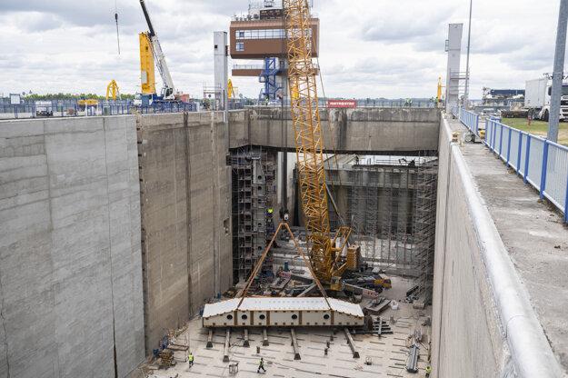 V súčasnosti rekonštruovaná pravá plavebná komora by mala byť odovzdaná do prevádzky vo februári budúceho roka, ľavá komora v máji 2022.