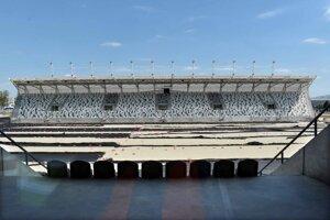 Nový košický futbalový štadión sa začal plánovať v roku 2014. Bagre mali podľa pôvodných plánov začať kopať už o rok neskôr. Slávnostná lopta sa kopala v roku 201á. Prvá fáza výstavby z troch má byť skolaudovaná na jeseň 2020. Na ďalšie dve etapy sa hľadajú financie.