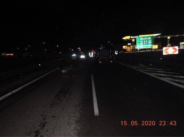 Nehoda sa stala pri odpočívadle pri Budči.