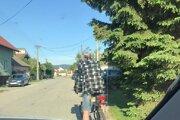 Policajti zastavili viacerých opitých cyklistov.