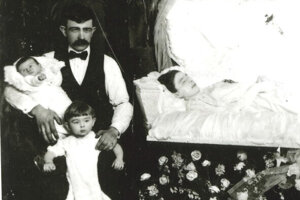 Pán Lukáč, pôvodom z Devičian, so svojimi deťmi a nebohou manželkou v USA.