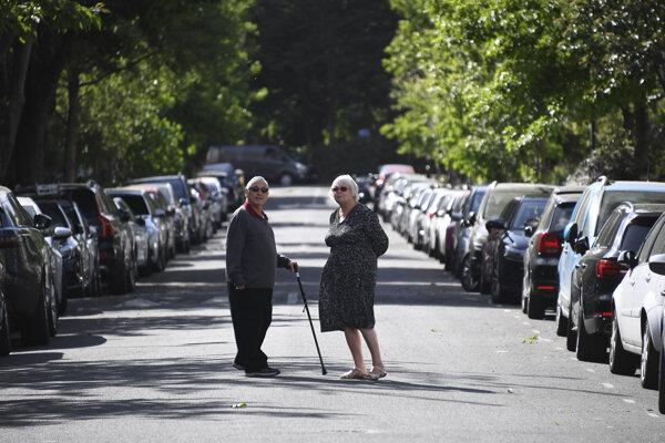 Britský pár na ceste v Londýne.