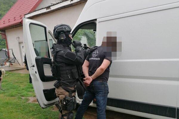 Polícia útočníka na mieste spacifikovala.