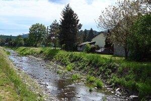 Svinický potok pri vodomernej stanici SHMÚ v obci Svinica.