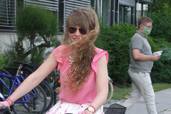 Medzi prvými si elektrobicykel vyskúšala Amália Kozolková.