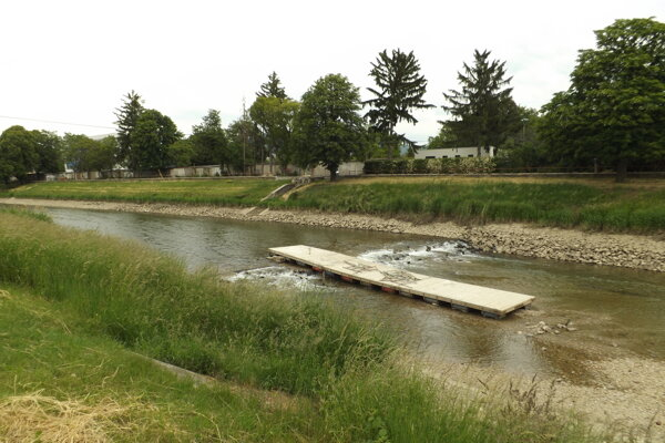 Pontón odplavilo stovky metrov od mosta.