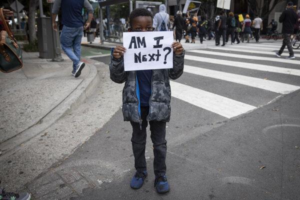 Protesty pokračovali aj napriek zákazu vychádzania.