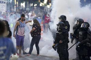 Protesty v Minneapolise pokračujú.