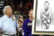 Bobby Joe Morrow (vľavo) so svojim portrétom.