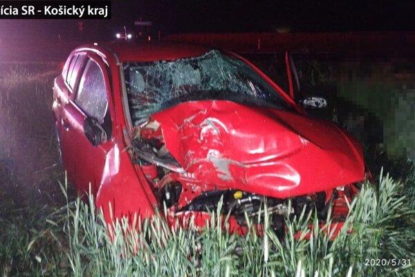 Príčina dopravnej nehody zatiaľ nie je známa.
