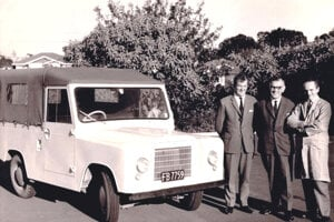 TREKKA na Novom Zélande. Fotka z r. 1966. Zľava: George Taylor, Jozef Velebný a John Catchpole.