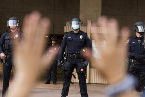 V USA pokračujú demonštrácie.