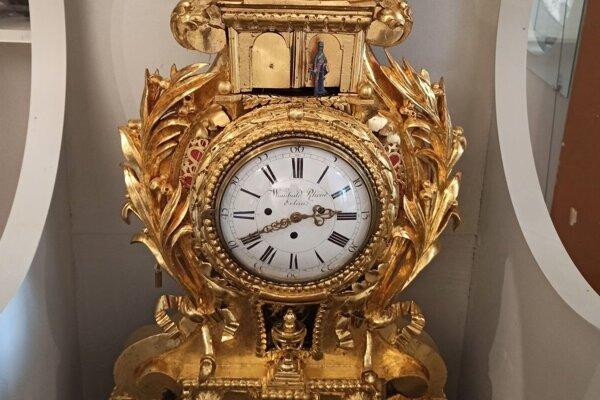 Jozefínske komodové hodiny.