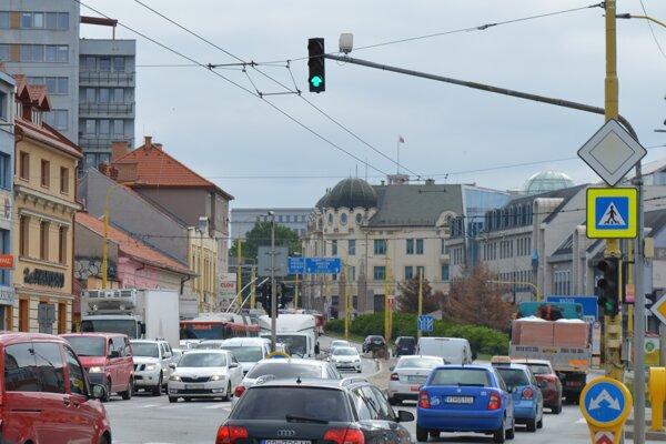 Šesť semaforov na Levočskej ulici má byť riadených podľa hustoty premávky. Zelená vlna už nebude nastavená časovo.