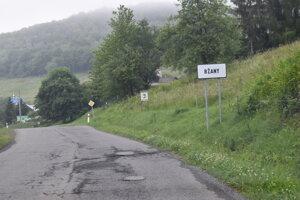 Cesta na Valkov na Domaši, ktorý patrí do katastra obce Bžany.