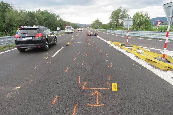 Vážna dopravná nehoda si vyžiadala život motocyklistu.