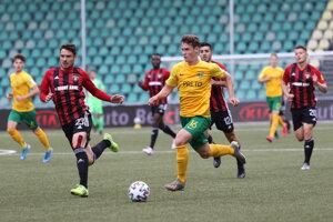 Patrik Iľko (v žltom) v nedeľu asistoval pri oboch žilinských góloch.