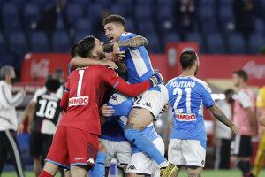 Futbalisti SSC Neapol sa radujú z víťazstva.