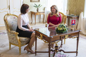 Prezidentka SR Zuzana Čaputová (vpravo) a vicepremiérka pre investície a informatizáciu Veronika Remišová.