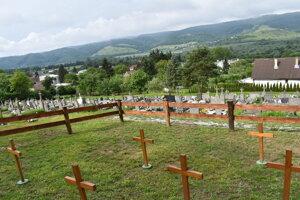 Vojenský cintorín v Turanoch nad Ondavou sa nachádza vo vrchnej časti, pod ním je obecný cintorín.