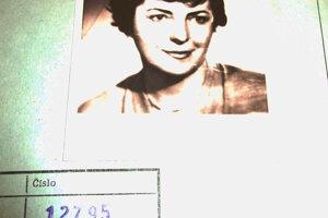Hložková okrem funkcie svedka v politických procesoch donášala z cely Milady Horákovej.