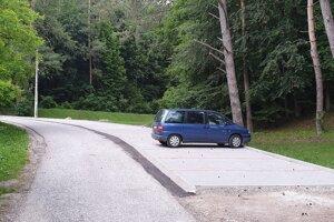 Na snímke nové parkovisko v obci Muráň v okrese Revúca, situované na začiatku náučného chodníka na Muránsky hrad