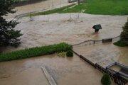 Záplavy v obci Pichne.