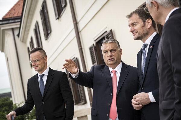 Igor Matovič na návšteve u Viktora Orbána v Budapešti 12.6., vľavo maďarský minister zahraničia Szijjártó.