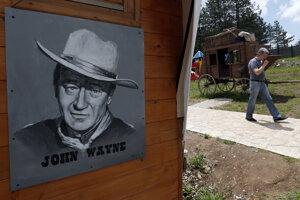 Podobizeń Johna Wayna.