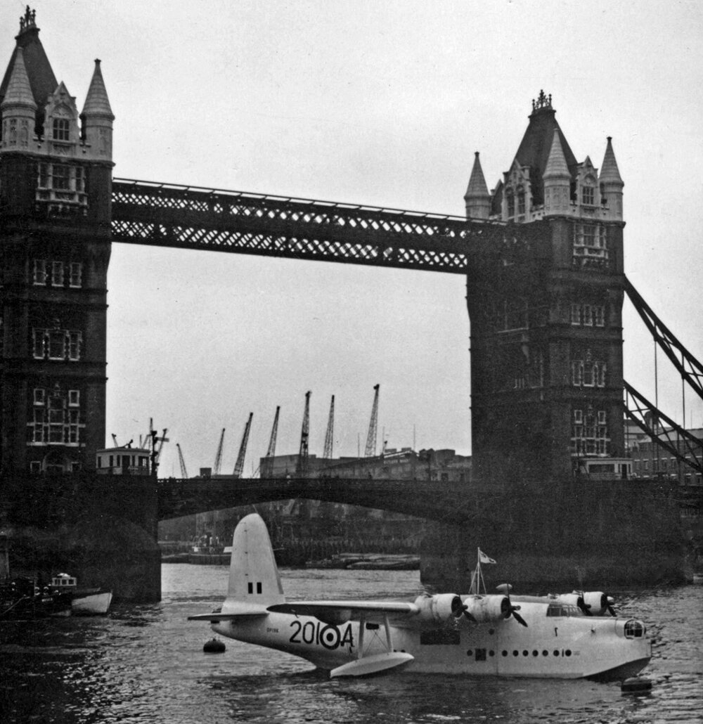 Most na archívnej fotografii z roku 1956.