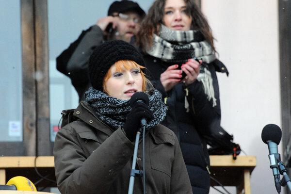 Cissi Wallinová je švédska moderátorka a televízna osobnosť. Po spustení Metoo hnutia obvinila známeho novinára zo znásilnenia.