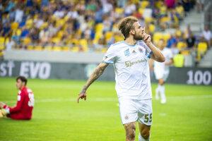 Na snímke Žan Medved (Slovan) oslavuje gól.
