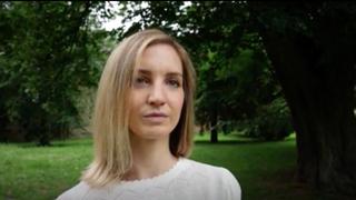 Traubnerova pacientka: Pozeral mi do nohavičiek a pýtal sa na môj sexuálny život (video)