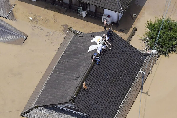 Japonsko zasiahli záplavy.