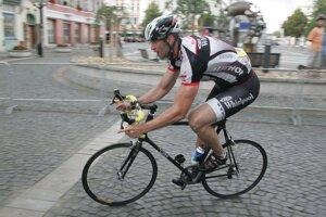Zdeno Chára na cyklistických pretekoch v Hradci Králové v roku 2011.