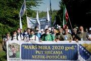 Stovky ľudí začali stokilometrový pochod lesmi východnej Bosny.