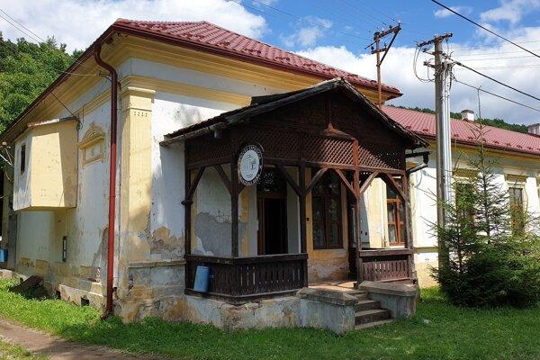 Bývalá spoločenská budova v Rákošskej Bani, časti obce Rákoš, kde miestne občianske združenie Rákošská cächa zriadilo expozíciu dejín baníctva regiónu. Oficiálne ju otvorili v utoroko 7. júla.