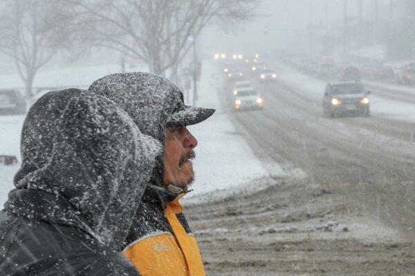 Na letisku v meste Erfurt v Durínsku namerali až 13-centimetrovú pokrývku čerstvého snehu.