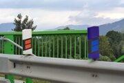 Smerové stĺpiky dostali v uplynulých rokoch zdvojenú odrazovú plochu aj modrú verziu.