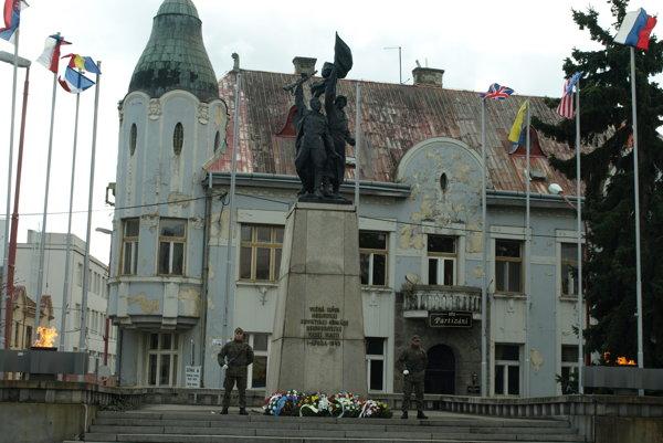 Od oslobodenia Trnavy uplynulo  71 rokov.