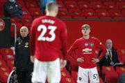 Hráči Manchestru United Luke Shaw a Brandon Williams (vpravo).