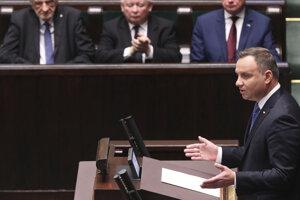 Andrzej Duda bude ďalej prezidentom, Kaczynského (v strede) strana môže presadzovať svoj program.