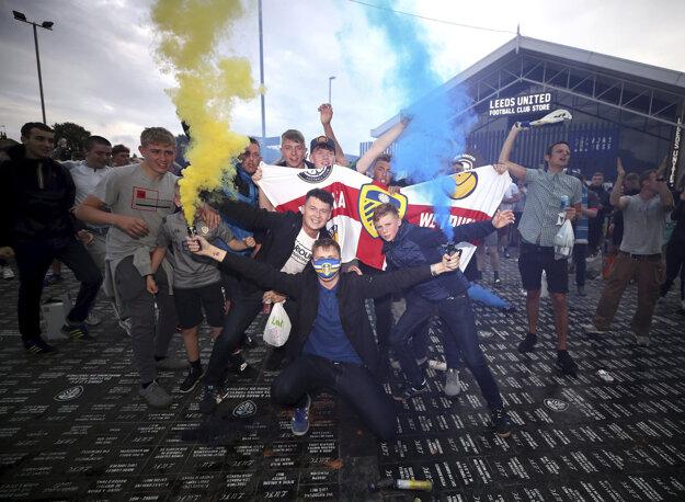 Fanúšikovia oslavujú postup do Premier League.
