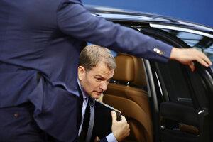 Slovenský premiér Igor Matovič pri príchode na druhý deň summitu EÚ.