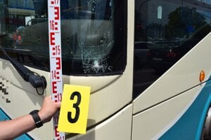 Tento autobus zrazil 16-ročnú Emu.