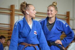 Patrícia Bokorová (vpravo) s najlepšou kamarátkou Alexandrou Halajovou.