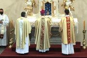 V Hurbanove vysvätili zreštaurovaný oltár v Kostole sv. Ladislava.