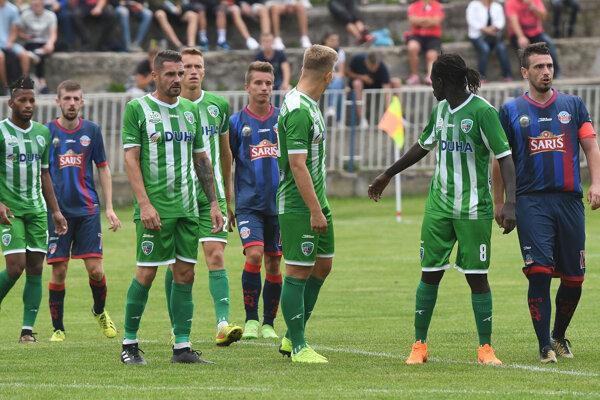 Prešovskí futbalisti sa vlani v pohári predstavili vo Veľkom Šariši, teraz to opäť majú na skok - do Fintíc.