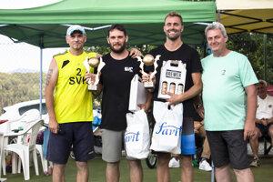 Ján Masný (vľavo) s mužskými víťazmi Favit Cup 2020.