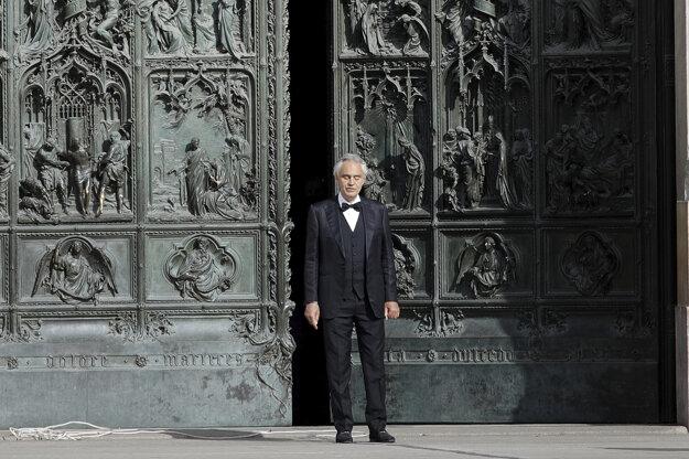 Andrea Bocelli sa priznal, že porušil opatrenia.